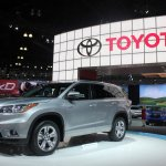 2014 Toyota Highlander Hybrid front quarter from LA Auto Show
