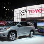 2014 Toyota Highlander Hybrid front quarter from LA Auto Show