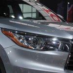 2014 Toyota Highlander Hybrid headlight