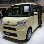 New Daihatsu Tanto front three quarters right at 2013 Tokyo Motor Show