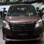 Toyota Noah front