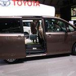 Toyota Noah side