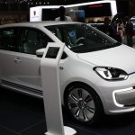 VW Twin Up! at 2013 Tokyo Motor Show front three quarters left