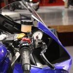 Yamaha R25 handle