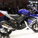 Yamaha R25 side
