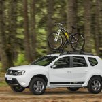 Renault Duster Road Tech II Edition front quarter