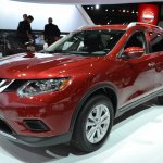 2014 Nissan Rogue front three quarters view at NAIAS 2014