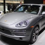 2014 Porsche Cayenne Platinum Edition front three quarter at NAIAS 2014