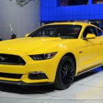 2015 Ford Mustang GT at 2014 NAIAS front quarter