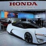 Honda FCEV Concept front three quarters at NAIAS 2014