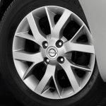 Nissan Sunny facelift alloy wheel press image