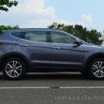 2013 Hyundai Santa Fe Review side static