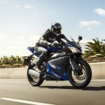 2014 Yamaha YZF-R125 front three quarter press shot
