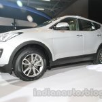 Hyundai Santa Fe at Auto Expo 2014 front three quarters from bottom