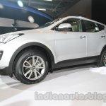 Hyundai Santa Fe at Auto Expo 2014 front three quarters from bottom