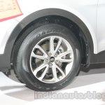 Hyundai Santa Fe at Auto Expo 2014 wheel
