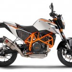 KTM Duke 690 side press shot