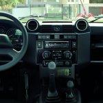 Land Rover Defender Black Pack interior (2)