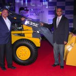 Mr. P. Ravishankar, CEO - Ashok Leyland John Deere Construction Equipment Company Pvt. Ltd & , Dr. V. Sumantran, Chairman, Ashok Leyland John Deere Construction Equipment Company Pvt. Ltd with 435E BHL