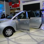 Ssangyong Rodius front three quarters at Auto Expo 2014