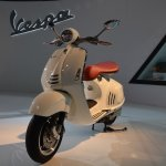 Vespa 946 front three quarters at Auto Expo 2014