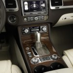 2015 VW Touareg center console press shot