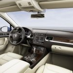 2015 VW Touareg dashboard press shot