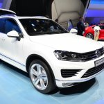 2015 VW Touareg front three quarters at Auto China