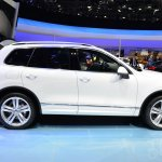 2015 VW Touareg side at Auto China