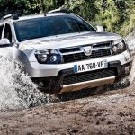 Dacia Duster 4x4 front press shot