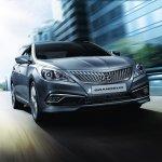 2014 Hyundai Grandeur diesel front three quarters at Busan Motor Show 2014