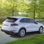 2015 Porsche Cayenne facelift press shots rear quarter