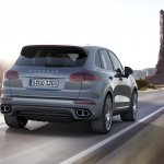 2015 Porsche Cayenne facelift press shots rear turbo
