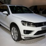 2015 VW Touareg facelift at the 2014 Moscow Motor Show front quarters