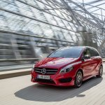 2015 Mercedes B Class facelift press shots front quarter