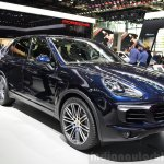 2015 Porsche Cayenne front three quarters left at the Paris Motor Show 2014