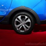 Dacia Lodgy Stepway rear wheel at the 2014 Paris Motor Show