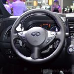 Infiniti QX70S Design steering wheel