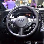 Infiniti QX70S Design steering wheel