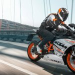 KTM Duke RC390 riding position