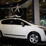 Peugeot 3008 front right three quarter at the Philippines Motor Show 2014