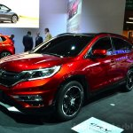 2015 Honda CR-V front three quarters at the Paris Motor Show 2014