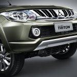 2015 Mitsubishi Triton grille