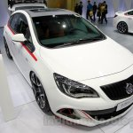 Buick Excelle XT front quarters at 2014 Guangzhou Auto Show