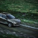 Volvo V60 Cross Country front quarter