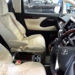 2015 Toyota Vellfire interior front seats