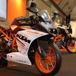KTM RC250 front thee quarter left view