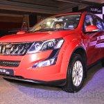 2015 Mahindra XUV500 facelift W10 front quarter