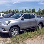 2016 Toyota Hilux Revo front quarter revealed