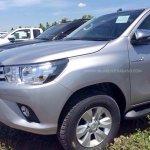 2016 Toyota Hilux Revo headlights revealed